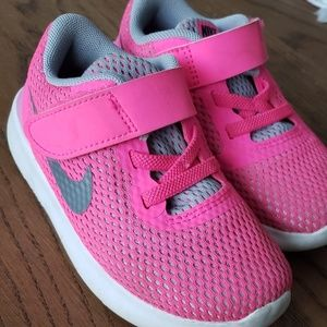 Nike tennis shoes for toddler